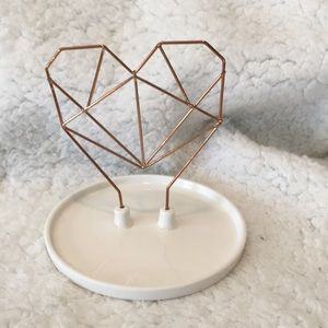 Coxet Geometric Wire Heart Jewelry Holder